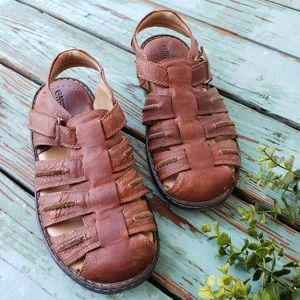 Magellan Outdoors Brown Leather Sandals